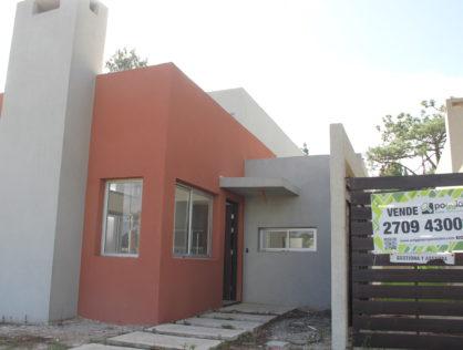 Venta Casa  4 Dormitorios en El Pinar Canelones Portal Del Este