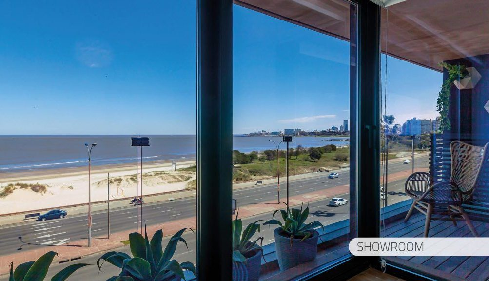 interior_balcon_showroom_torre_arenas-1024×576