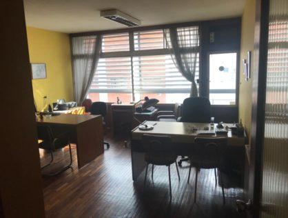 Venta oficina sobre calle Guayabos Cordón Montevideo